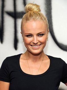 Простая прическа на выпускной для средних волос ::: onelady.ru ::: #hair #hairs #hairstyle #hairstyles