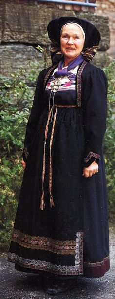 FolkCostume&Embroidery: Overview of Norwegian Costumes, part The eastern heartland Norwegian Clothing, Heartland, Traditional Outfits, Norway, Folk, Vest, Bohemian, Costumes, Embroidery