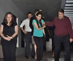Kareena Kapoor with her father Randhir Kapoor during his birthday party at Hakkasan, Mumbai. Description from photogallery.indiatimes.com. I searched for this on bing.com/images