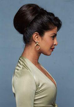 Priyanka Chopra Makeup, Priyanka Chopra Images, Priyanka Chopra Hot, Most Beautiful Bollywood Actress, Indian Bollywood Actress, Bollywood Girls, Beautiful Indian Actress, Bollywood Actress Hot Photos, Bollywood Celebrities