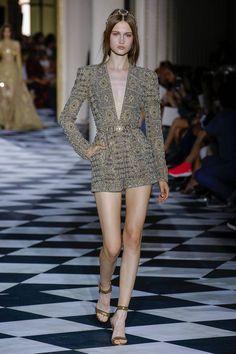 Zuhair Murad Parigi - Haute Couture Fall Winter - Shows - Vogue. International Fashion, Fashion 2018, Fashion Week, Runway Fashion, High Fashion, Fashion Goth, Zuhair Murad, Fashion Show Collection, Couture Collection
