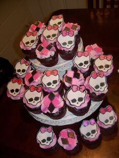 Furniture Monster High Decorations Cakes Filled With Skull Heads Decorating With the Monster High Decorations