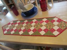 A quality quilted keepsake Christmas table by KaTerryTheSewSisters