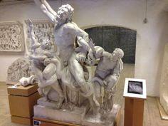 """Laokoons originale højre arm, """"Pollacks arm"""".  Originalen af marmor findes i Vatikanet.  Græsk/romersk, hellenistisk. Hagesandros, Athanodoros og Polydoros."""
