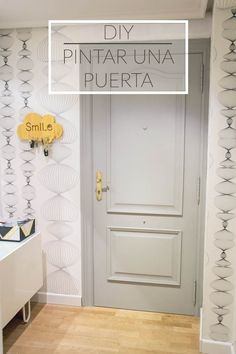 Vamos a Pintar puertas con chalk paint sin lijar , sin dar imprimación y a pistola! y el resultado es espectacular!!! animate y alucinaras. Interior Paint, Bathroom Interior, Furniture Makeover, Diy Furniture, Chalk Paint Colors, Home Selling Tips, Painted Doors, Painted Furniture, Home Decor