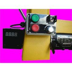 Tour à bois 750 W TurnLine vario Référence  MDT03 État :  Nouveau  Tour à bois d'établi TurnLine en fonte avec moteur de 750 W et un convertisseur de fréquence. Fiable et agréable à employer.