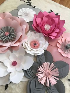 Discover thousands of images about How To Make DIY Paper Roses With Free Printable Template Large Paper Flowers, Giant Paper Flowers, Paper Roses, Diy Flowers, Fabric Flowers, Wedding Flowers, Diy Paper, Paper Crafts, Fleurs Diy
