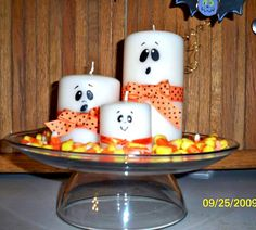 Easy-to-Make Halloween Centerpiece,,, Like everything about this centerpiece.however the Candy Corn would not last long.LOL by tonya Halloween Goodies, Halloween Boo, Halloween Cards, Holidays Halloween, Halloween Treats, Happy Halloween, Halloween Decorations, Halloween Centerpieces, Halloween 2017