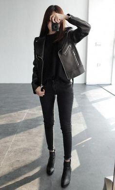 All black chic casual skinny black jeans black leather jacket black boots Look Fashion, Korean Fashion, Trendy Fashion, Autumn Fashion, Womens Fashion, Fashion Black, Ladies Fashion, Feminine Fashion, Cheap Fashion