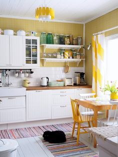 Nowadays, some things like fashion, decor items, makeup style, and interior design are back to the old era or retro. Some focal points at that era are. Kitchen Modular, Wooden Kitchen, Kitchen Cabinet Makers, Kitchen Cabinets, Decorating Your Home, Interior Decorating, Interior Design, Real Kitchen, Design Your Kitchen