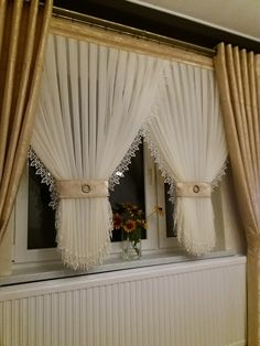 Pin by Sniedze Le on Home.sweet home. Curtains And Draperies, White Curtains, Window Curtains, Curtain Patterns, Curtain Designs, Rideaux Design, Diy Home Decor, Room Decor, Curtain Styles