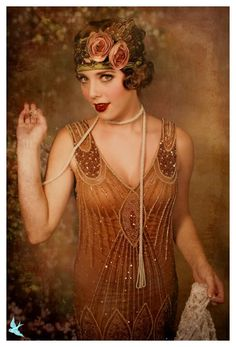 Flapper Girl Fashion from the Roaring Great Gatsby fashion for Halloween. Belle Epoque, Vintage Outfits, Vintage Dresses, Vintage Fashion, Edwardian Fashion, Gatsby Style, Flapper Style, Flapper Fashion, Flapper Makeup