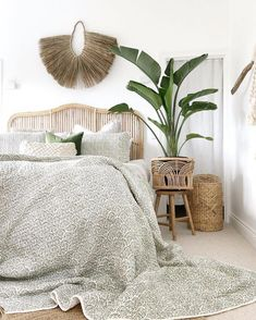 35 Amazingly Pretty Shabby Chic Bedroom Design and Decor Ideas - The Trending House Bedroom Goals, Bedroom Inspo, Bedroom Ideas, Bohemian Bedroom Decor, Farmhouse Bedroom Decor, Wicker Bedroom, Modern Bedroom Design, Bedroom Designs, New Room