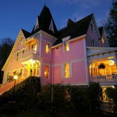 Featured Gay Friendly Accommodations: Cedar Crest Inn, Asheville, North Carolina