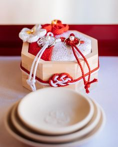 Diy Wedding, Wedding Rings, Ring Pillow Wedding, Flower Bouquet Wedding, Diy And Crafts, Gift Wrapping, Throw Pillows, Gift Wrapping Paper, Wrapping Gifts