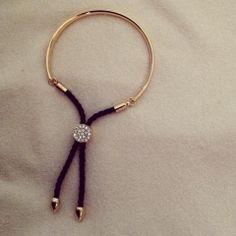 Essa pulseira é perfeita! Ajustável e com detalhes lindos! R$ 24,90 Ref. 108  #pulseiras #agenuina #moda #bijoux #pulseirismo Instagram: @A Genuína Informações: agenuina@gmail.com