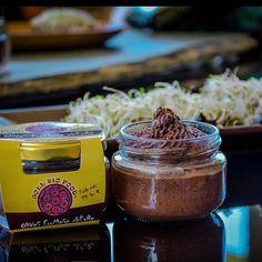 Media mañana y ya va apeteciendo un tentempié... Mixtura de queso curado y Olivas negras... www.plasenciasabores.com #mixtura #queso #olives #aceitunas #pate #gourmet #bio #extremadura #plasencia