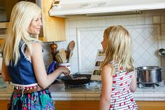 Tori Spelling in the kitchen with her daughter Stella and Blue Apron