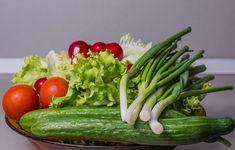 Újhagyma hatása – rendkívül egészséges a fehér hagymarésztől a friss zöld száráig. A tavaszi zöldségek egyik előhírnöke, a húsvéti ünnepi asztal kelléke Diet Salad Recipes, Juicer Recipes, Healthy Diet Recipes, Diabetic Juicing Recipes, Eat Healthy, Easy Recipes, Collagen Rich Foods, What Is Collagen, Low Calorie Vegetables