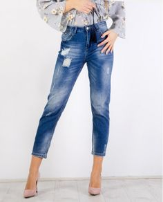 At Clover Fashion we search daily and find for you the hottest new clothes and accessories. New Outfits, Fashion Outfits, Mom Jeans, Winter, Pants, Clothes, Winter Time, Trouser Pants, Outfits