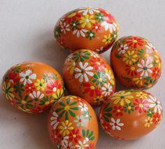 Oranžové kraslice Egg Shell Art, Diy And Crafts, Arts And Crafts, Egg Tree, Egg Decorating, Egg Shells, Stone Painting, Pansies, Easter Eggs