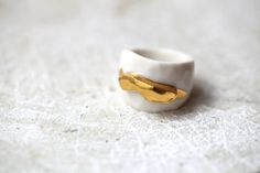 Rock 'n' gold porcelain ring glazed and painted door Gouttedeterre, €120.00