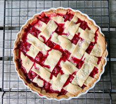 BRINGEBÆRTERTE Apple Pie, Baking, Recipes, Food, Sweet Stuff, Cakes, Drinks, Pai, Berries