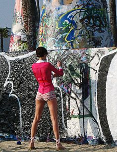 Graffiti artist at Venice Beach, Los Angeles