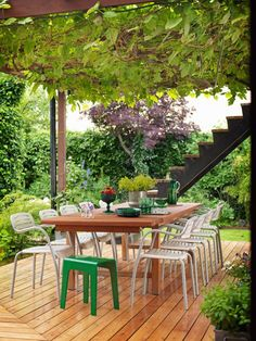 dining area protected by a pergola