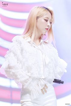 Mamamoo Moonbyul, Dream Concert, Celebrity Crush, Kpop Girls, Cute Girls, Aurora Sleeping Beauty, Ruffle Blouse, Celebrities, Pictures