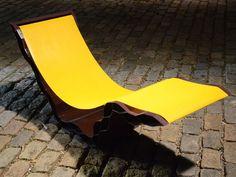 Cadeira da Contain[it], que reutiliza contêineres para fazer seus móveis
