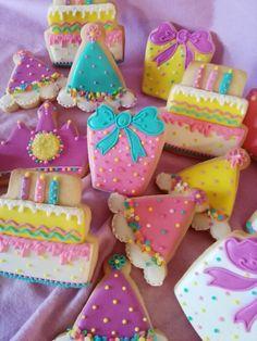 Another set Birthday cookies idea Birthday Cake Cookies, Happy Birthday Cookie, Wedding Cake Cookies, Cupcake Cookies, Cookies For Kids, Fancy Cookies, Sweet Cookies, Iced Cookies, Cute Cookies