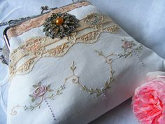 vintage linen upcycled purse - LOVE lace look w/tapes or ribbons embroidery! /sfneedham/let-s-sew/ BACK Vintage Embroidery, Ribbon Embroidery, Embroidery Patterns, Purse Patterns, Vintage Purses, Vintage Bags, Vintage Linen, Upcycled Vintage, Vintage Fabrics