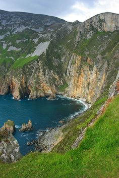 The cliffs at Slieve League, Co. Donegal, Ireland - nearly 2000 feet from their highest point to the Atlantic Ocean below. #travel #Ireland