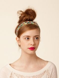 Something sparkly can never go wrong when it comes to a more formal occasions don't hesitate to turn your attention towards stylish hair accessories which say glam. www.glamouricious.com