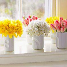 Spring Awakening: Decorating Ideas for the Season My favorites: yellow daffodils, white narcissus, a Fresh Flowers, Spring Flowers, Beautiful Flowers, Easter Flowers, Simple Flowers, Spring Colors, Spring Awakening, Lounge, Happy Spring