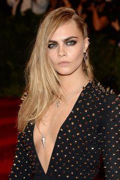 Las joyas más punk de la gala del Met 2013: Cara Delevingne
