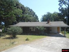 CLOSE PROXIMITY TO SHOPPING! TWO BEDROOM, NICE BACK YARD, DETACHED SHOP, ATTACHED CARPORT, AND SO MUCH MORE in Mountain Home AR