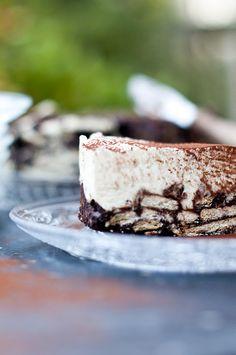 Twentse Tiramisu, oftewel Arretjestaart  Benodigdheden Voor de bodem 3 eieren 150 gram bruine basterdsuiker 50 gram (echte) cacao 100 gram...