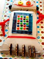 Heathers House To Home: Robot Cake for the G-Man