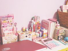 ❤ Blippo ✖ Kawaii Shop ❤ I just love the way this desk is arranged!