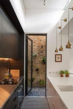 Galley Kitchen Ideas 2018 For Small And Narrow Spaces – Home decoration ideas and garde ideas Galley Kitchen Design, Small Galley Kitchens, Galley Kitchen Remodel, Narrow Kitchen, Modern Kitchen Design, Modern House Design, Interior Design Kitchen, Modern Interior Design, Cool Kitchens