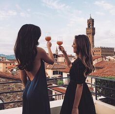 girl and friends image Rosie Londoner, New Years Traditions, Luxury Blog, Luxury Lifestyle, Live Girls, Gal Meets Glam, Indie Fashion, Latest Fashion, Women's Fashion