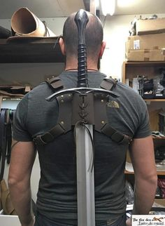 Vertical leather back scabbard with captain america style straps, multiple sword sizes available (katana and latex weapon). Vertical leather back scabbard with captain america style Katana, Armor Concept, Weapon Concept Art, Fantasy Armor, Fantasy Weapons, Captain America, Armadura Cosplay, Armas Ninja, Armadura Medieval