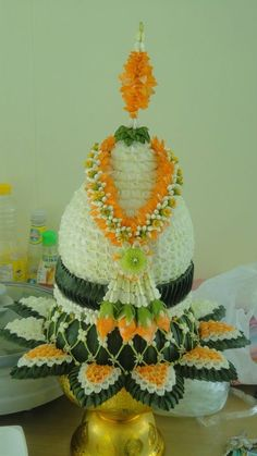 L Flower Garlands, Flower Decorations, Thai Decor, Leaf Projects, Fairytale Weddings, Thai Art, Fresh Flowers, Special Day, Flower Arrangements