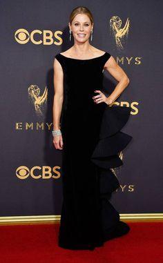 Julie Bowen - Every Breathtaking Look from the 2017 Emmy Awards - Photos Julie Bowen, Ellie Saab, Celebrity Red Carpet, Celebrity Look, Celebrity Gossip, Celebrity News, Dolce & Gabbana, Tom Ford, Versace
