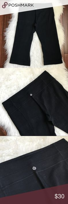 """Lululemon Black Flare Crop Athletic Leggings Excellent used condition. No flaws. Reversible. Hidden pocket in the waistband. Measures 26"""" long with a 18.5"""" inseam. lululemon athletica Pants Leggings"""