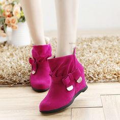 Brand: NO    Shoe Type: Boots Toe Type: Round Toe  Closure Type: Slip On Heel Type: Flat  Heel Height: 1cm Gender: Female Occasion:  Casual  Season:  Spring,Autumn  Color:  Blue,Red,Black,Beige   Material: Upper Material: Pu Outsole Material: Rubber   Package included:  1*pair of shoes(without box)            Please Note:   1.  Please see the Size Reference to find the correct size.    2.The size of these shoes are smaller than ordinary, we suggest buying a bigger one…