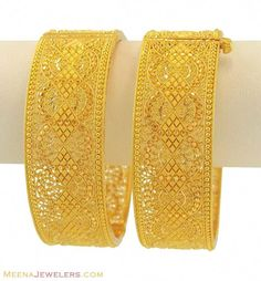 The Bangles. Trendy, chic, ethnic and daily wear you will find a pair of bangles for all occasions. Treat yourself to something special from our huge collection. Gold Bangles Design, Gold Jewellery Design, Gold Jewelry, Fine Jewelry, Jewelery, Jewellery Uk, Fashion Jewellery, Bridal Bangles, Wedding Jewelry