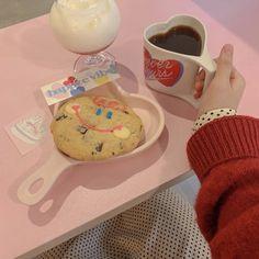 Cafe Food, Food N, Food And Drink, Yummy Treats, Sweet Treats, Foto Pastel, Cute Baking, Cute Desserts, Breakfast Lunch Dinner